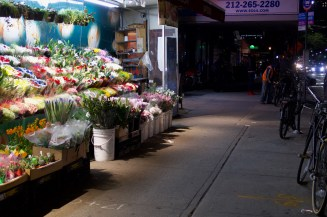 Blumenladen am Abend