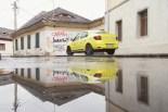 Ein Taxi bei Regen