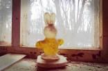 Ein Hase auf dem Fensterbrett