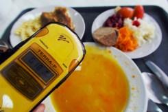 Wie man sieht, ist das Mittagessen mit 0,18 Mikrosievert (μSv / h) nicht so schlimm radioaktiv