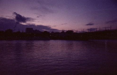 Abendlicht beim Blick über den Rhein auf Bonn und die Kennedybrücke