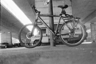 Mein Mountainbike unter der Nordbrücke