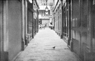 Bevor die großen Kaufhäuser aufkamen, ging man zum gepflegten Shopping in Passagen