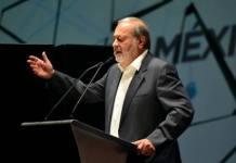 Carlos Slim defiende aeropuerto ante propuesta de AMLO