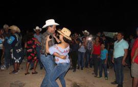 Renato TRONCO cierra rodeo con bailazo popular
