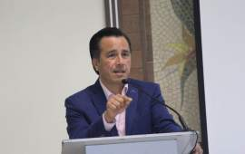 Cuitláhuac pagará la deuda al IPE; se opone a la venta de los inmuebles del instituto.
