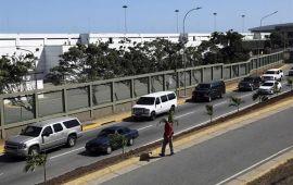 Evacua EEUU a diplomáticos de Venezuela