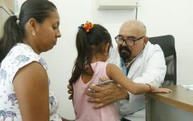 Ramos Alor brindó consultas de pediatría y neumología para los niños de Alamo