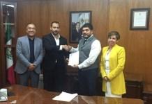 Zenyazen Escobar toma protesta a nuevo Director del Tecnológico de Alvarado