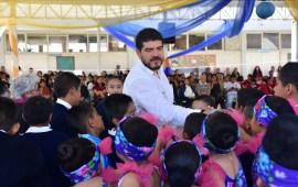 "Entrega Zenyazen Escobar apoyos al internado ""Aquiles Serdán"", en Perote"