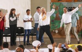 """AMLO visita Minatitlán, presenta el programa """"Hacia Basura Cero"""" para Las Matas"""
