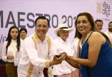 """Celebra Cuitláhuac al magisterio con el programa """"Va por Veracruz"""""""