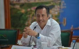 A Cuitláhuac le falta quehacer político