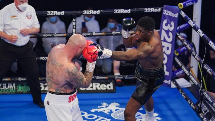 Surely a photoshop? David Adeleye threw a jab at Kamil Sokolowski?   Adeleye vs Manev