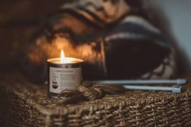 turf-fire-soy-canlde-by-the-bearded-candle-makers-on-the-irish-workshop