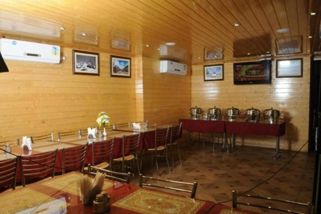 RESTAURANT AT HILL VIEW