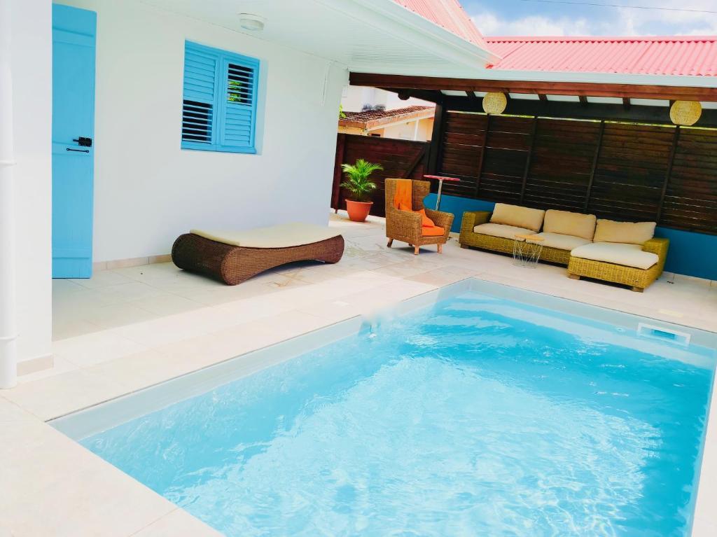 location maison bleue avec piscine