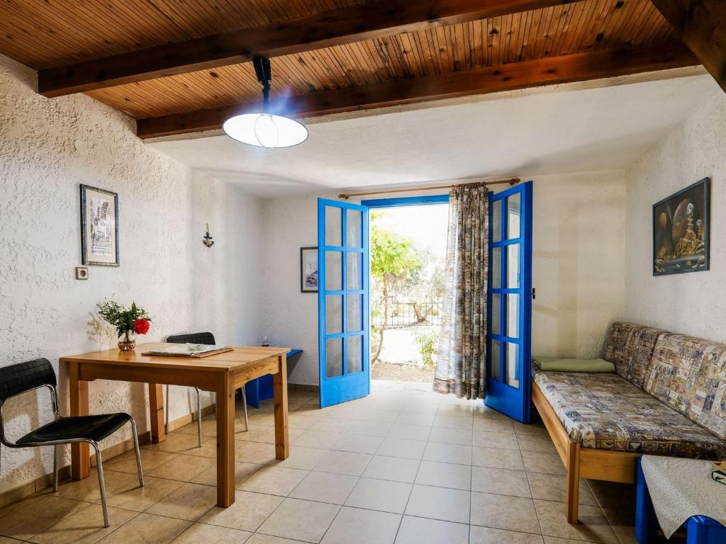 Aesthetic Holiday Home In Palaiochora Near Seabeach Greece Booking Com