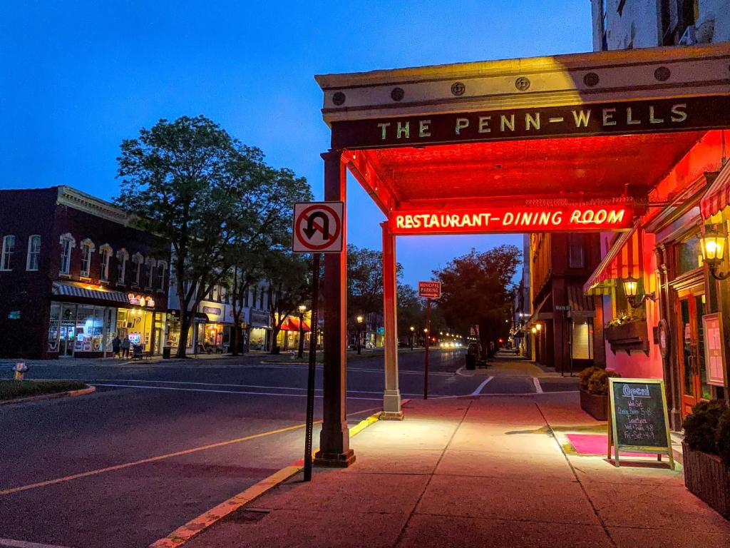 Penn Wells Hotel. Wellsboro – Updated 2021 Prices
