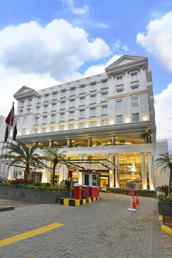 New Garden Hotel Bogor : garden, hotel, bogor, Grand, Savero, Hotel, Bogor,, Indonesia, Booking.com