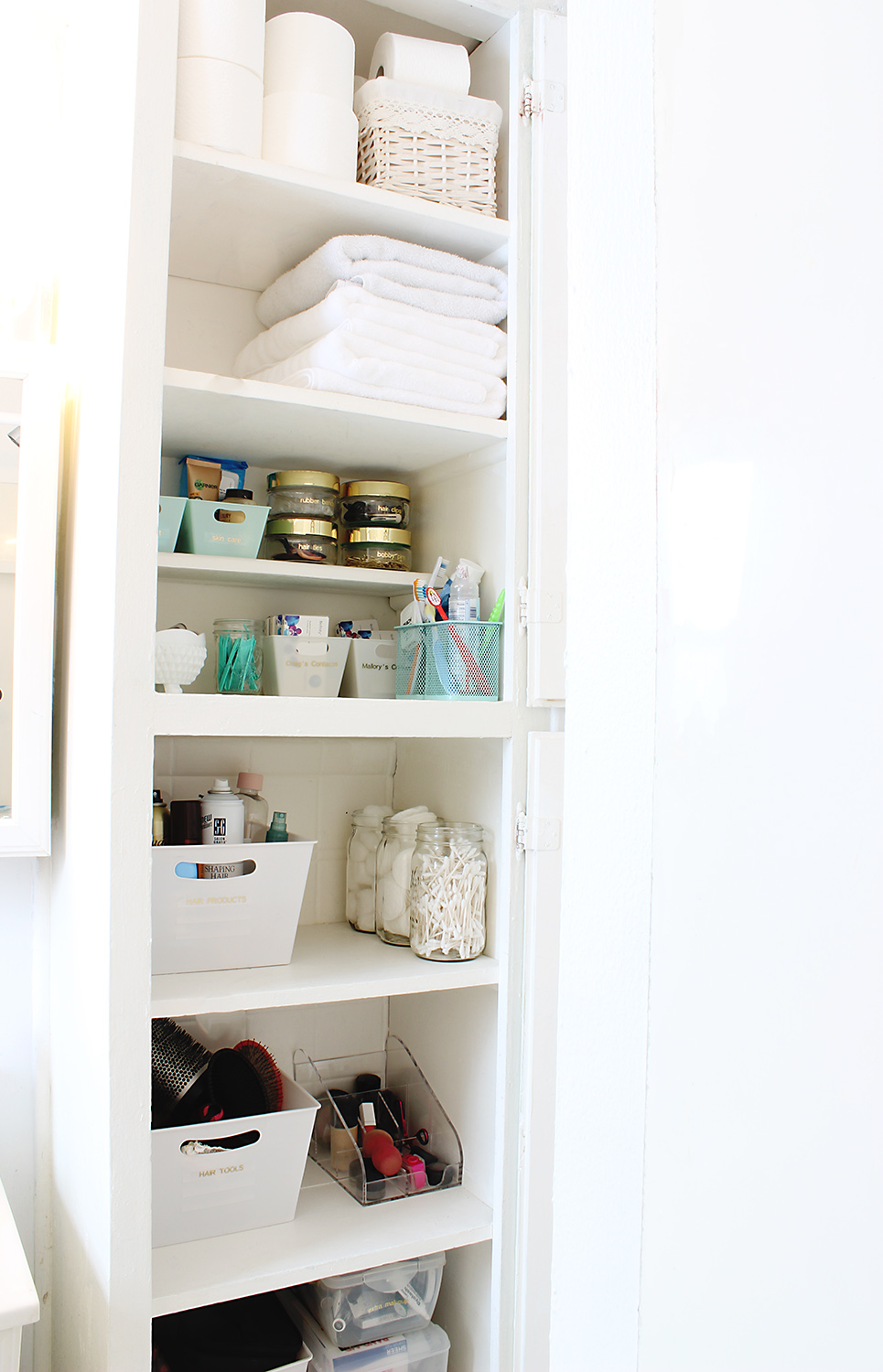 13 Quick And Easy Bathroom Organization Tips  Classy Clutter