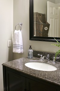 Small Bathroom Makeover and Organization Ideas