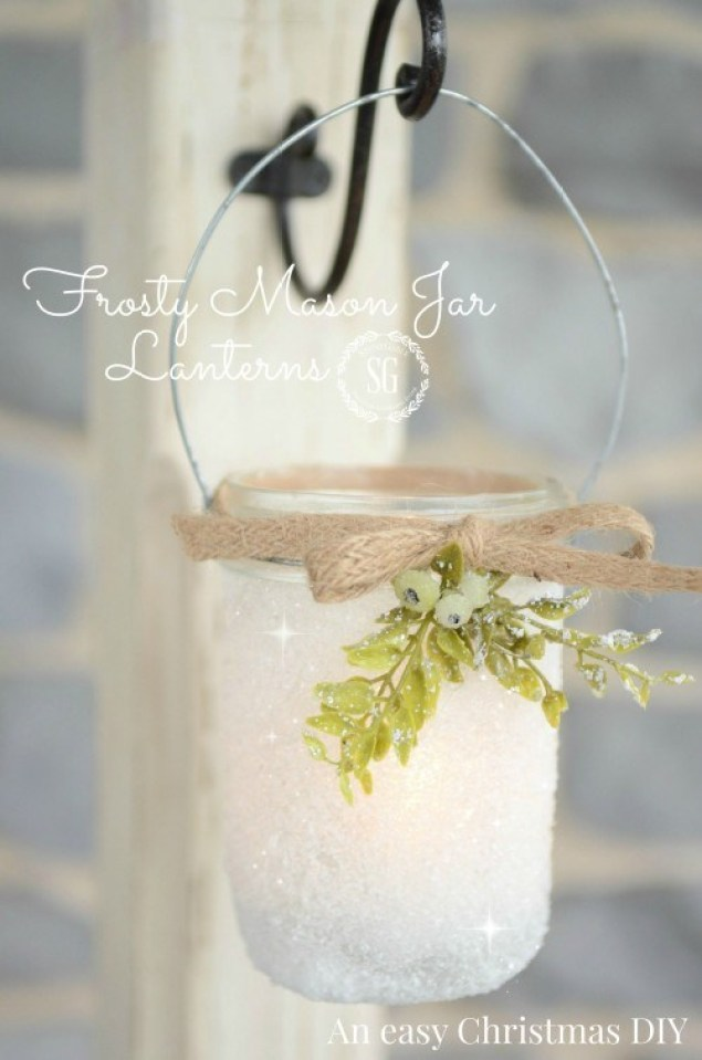 Simple mason jar Christmas decorations. Quick, easy, and inexpensive!