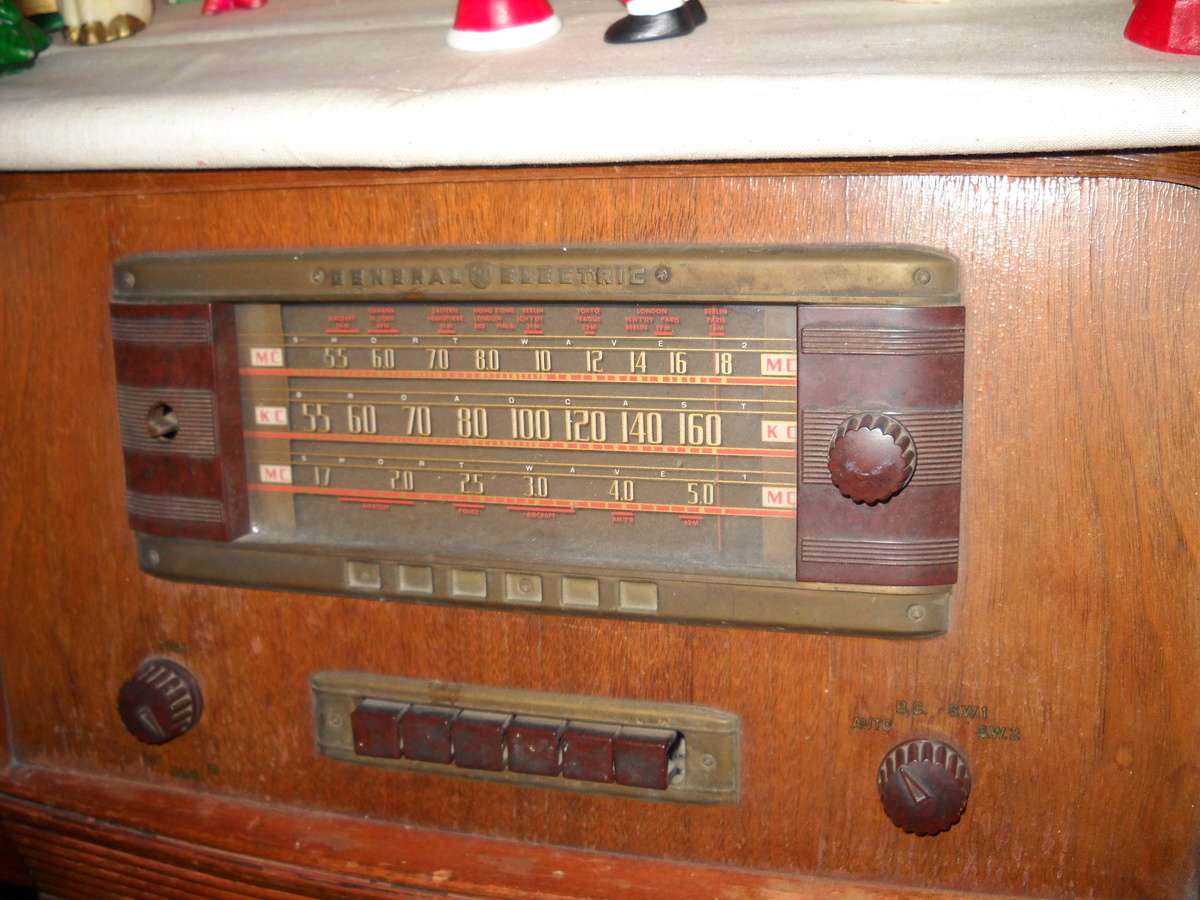 General Electric Stand Up Wooden Radio