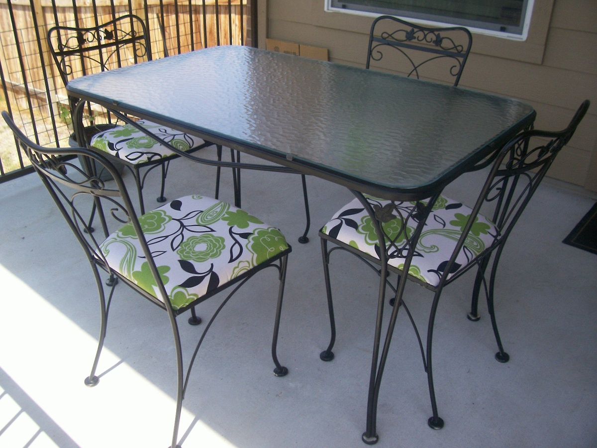 Iron Patio Chairs Salterini 5 Piece Wrought Iron Patio Table And Chairs