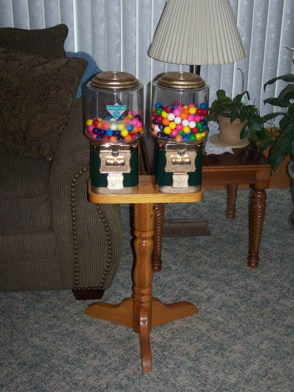 Dual Vendworx Candy Gumball Machine Wooden Stand Collectors Weekly