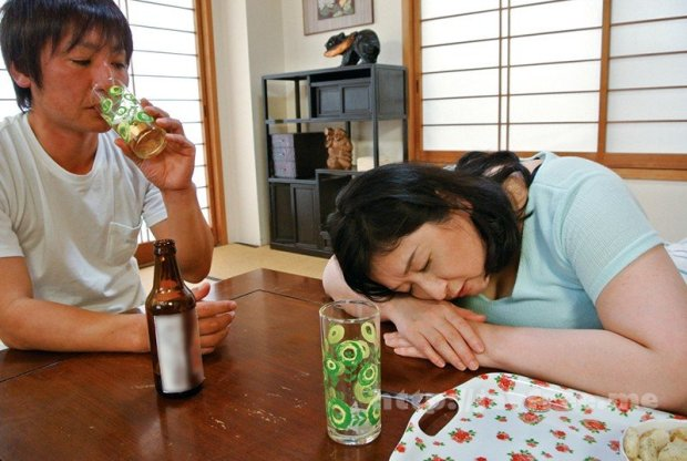 [HD][CRZT-003] 嫁の母に中出し 義父の隣で義母を寝取る!婿のチ○ポをしゃぶりつくす