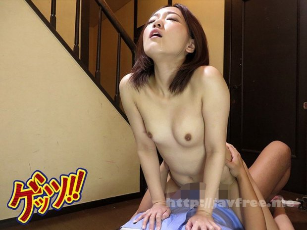 [HD][GETS-079] 自宅玄関で全裸ワンピース!宅配男子に胸チラ&マンチラ見せつけたらどうなる!?