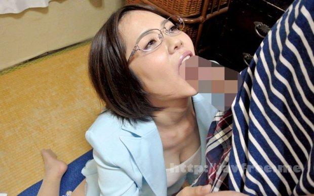 [HD][KIR-028] 独り暮らしの男性に枕営業で契約をGETするデカパイ営業レディ 赤瀬尚子