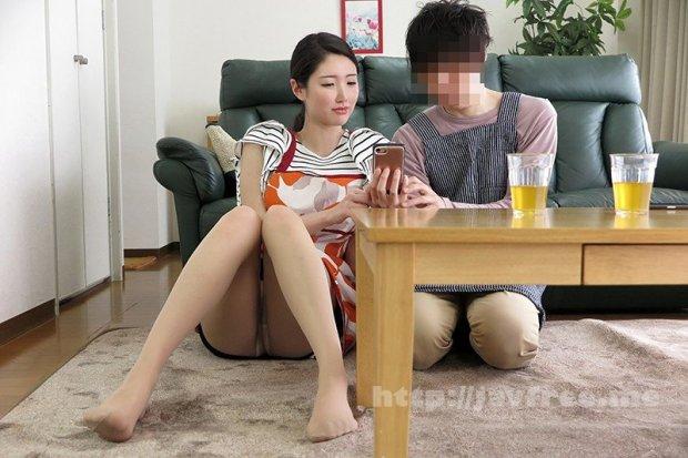 [HD][NKKD-217] このたびウチの妻(30)がパート先のバイト君(20)(童貞)にねとられました…→くやしいのでそのままAV発売お願いします。 【童貞狩りシリーズ】