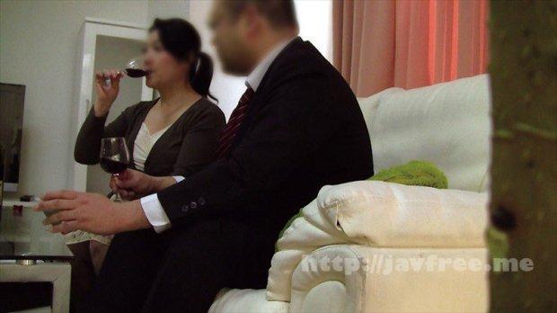 [HD][OKAX-680] 普通の奥さんが旦那の知り合いに口説かれNTRセックスに至る衝撃映像 4時間