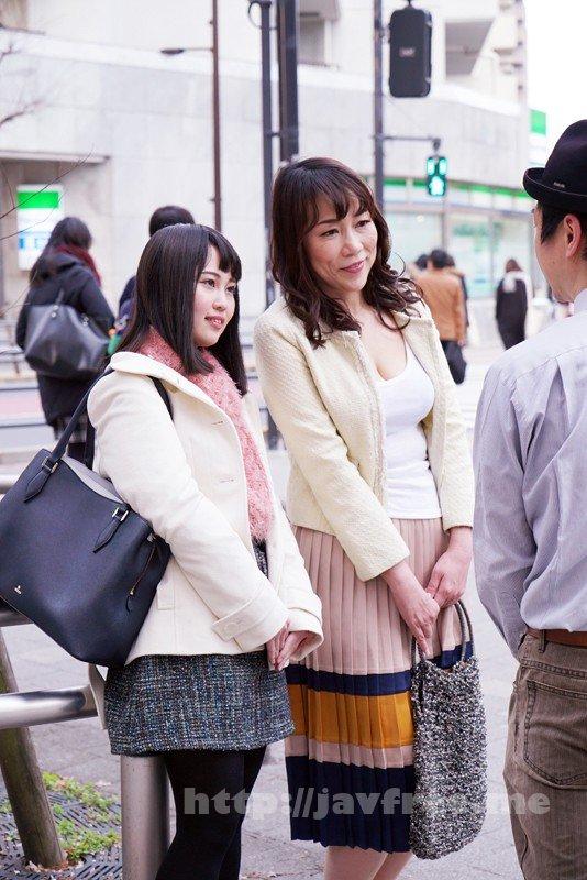 [SHE-559] 淫乱母娘ナンパ やっぱり親子!恥らいイキまくり!!8