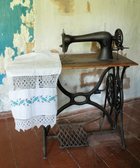 Antique Sewing Machine Table Value : antique, sewing, machine, table, value, Antique, Singer, Sewing, Machines, LoveToKnow