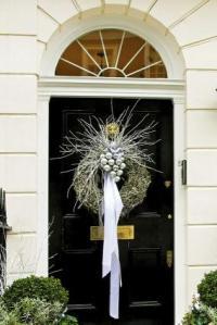 Front Door Christmas Decoration Ideas | LoveToKnow
