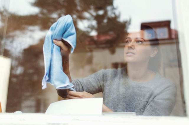 How to Clean Windows Without Streaks, According to Experts