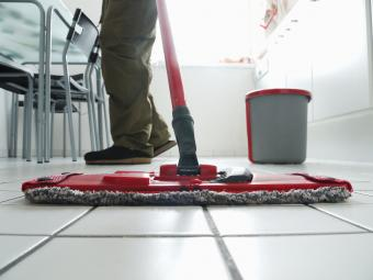 how to clean tiled floors with vinegar