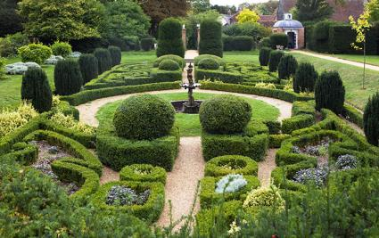 designing english garden lovetoknow