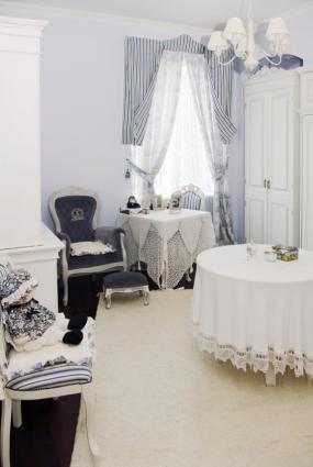 paris themed living room formal coffee tables décor ideas | lovetoknow