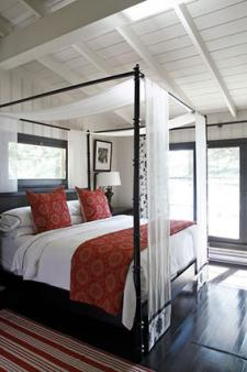 Room Design With a Canopy Bed