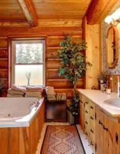 Western style decor in bathroom also bath lovetoknow rh interiordesign