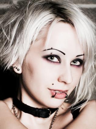 dramatic gothic eye tips