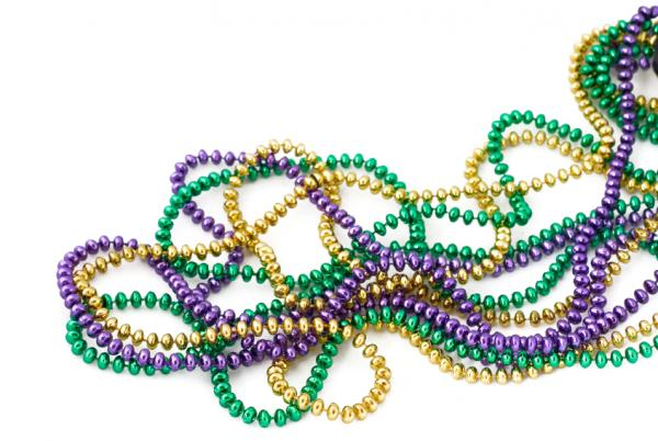 https://i0.wp.com/cf.ltkcdn.net/party/images/slide/105627-600x402-MardiGrasBeads.jpg