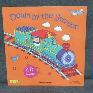 二手繪本 廖彩杏老師推薦英語有聲書 附CD Down by the Station | 蝦皮購物