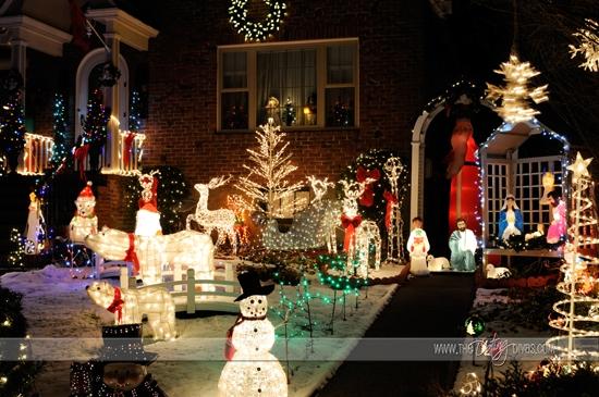 Christmas Light Scavenger Hunt Date Night