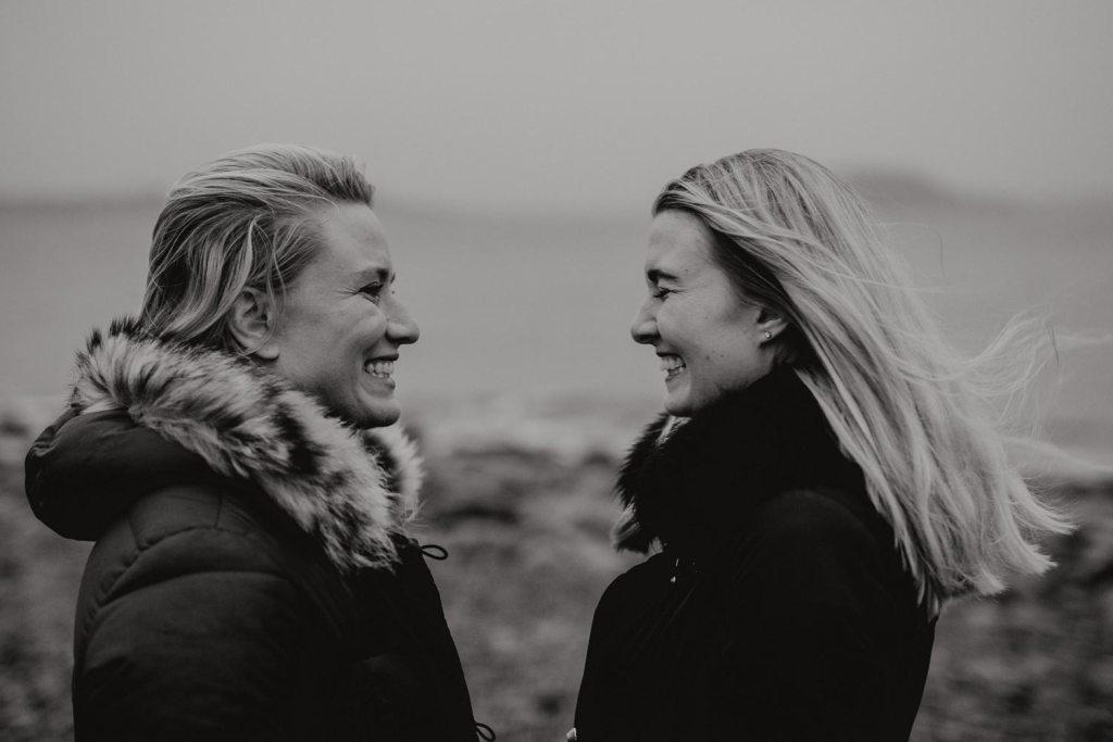 porträttfotograf - syskonfotografering Kungsbacka Vanessa och Natascha fotograf cfoto cattis fletcher göteborg sisters - photo session portrait photographer