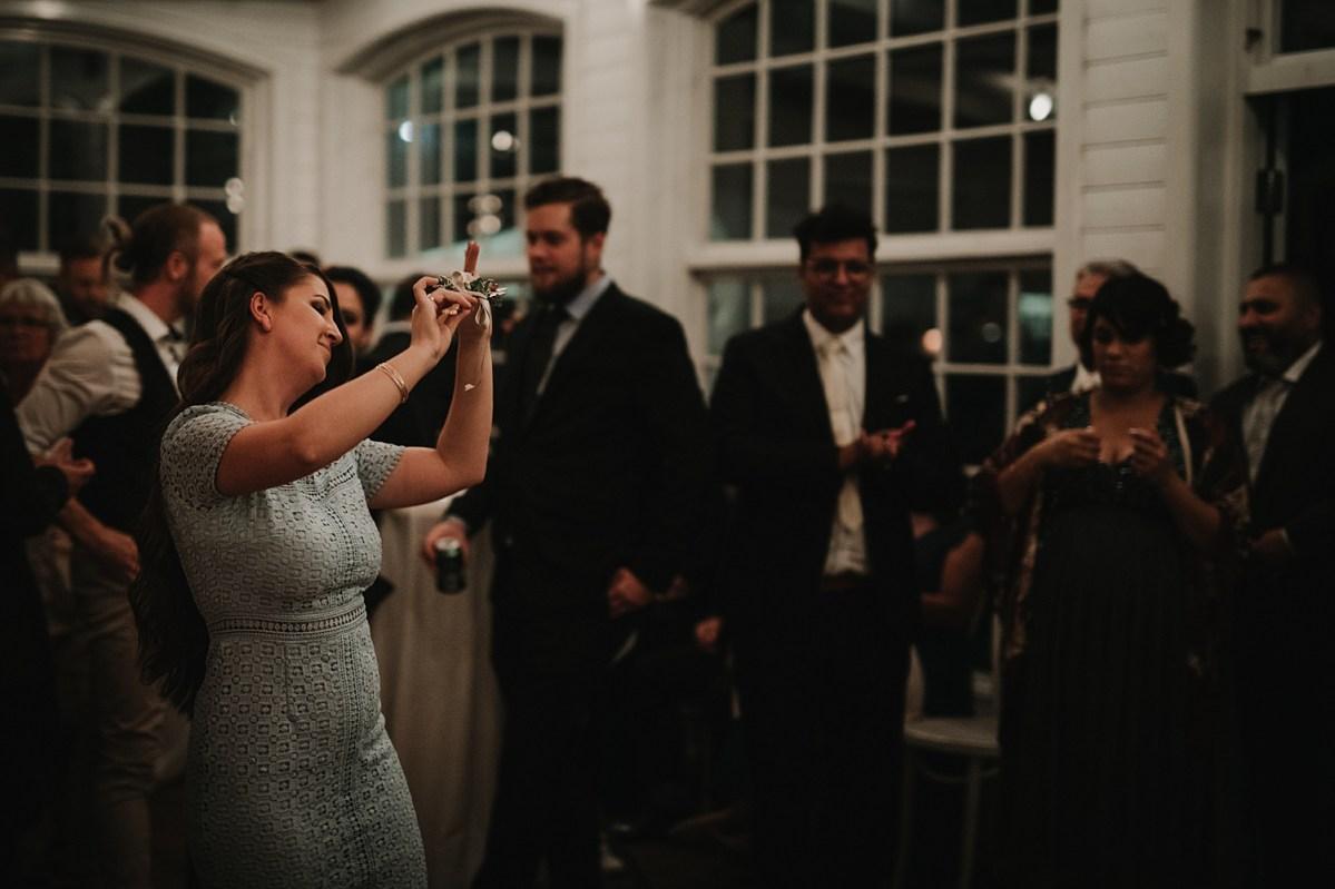 Bröllopsfotograf Göteborg kniv dansen wedding photographer the knife dance sweden